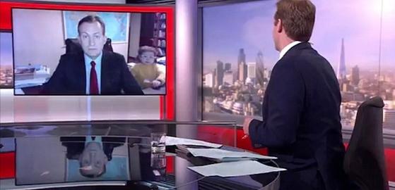 로버트 켈리 교수의 bbc 방송사고 캡처