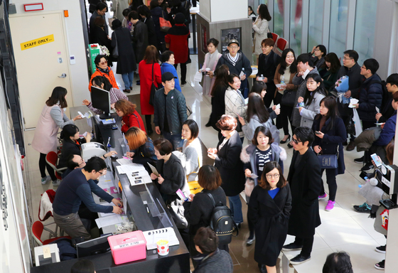 11일 오후 1시50분쯤. 서울 대학로예술극장 대극장 매표소 풍경. 500석 좌석이 매진됐다.