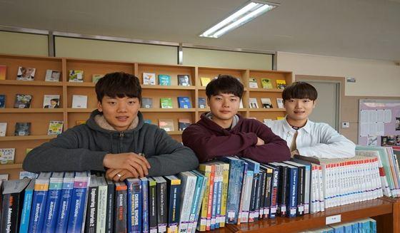 왼쪽부터 셋째 김현수, 둘째 김윤수, 첫째 김범수 (아주자동차대학 제공)