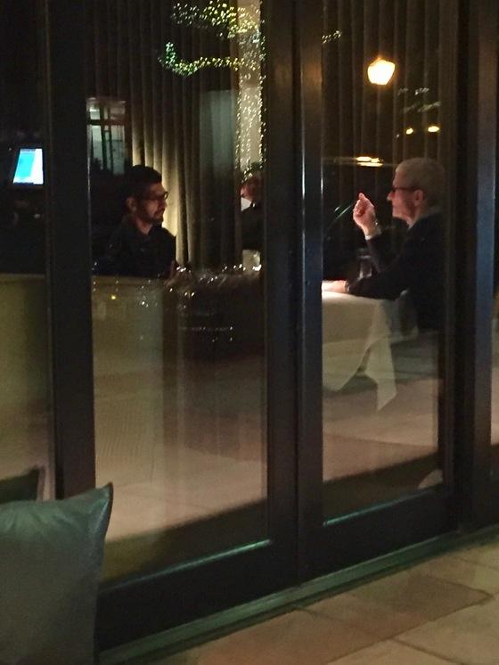 팀 쿡(왼쪽) 애플 CEO와 선다 피차이 구글CEO [출처=스티브 심스 인스타그램]