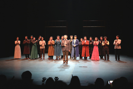 지난 11일 7시간 연극 '카라마조프가의 형제들'이 당일 전막 공연했다. 연극이 끝나고 배우들이 무대로 나왔다. 공연 시작 8시간 40분 뒤였다.