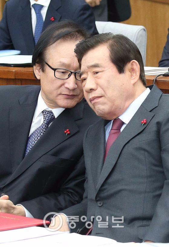 한광옥 대통령 비서실장(오른쪽)과 허원제 청와대 정무수석 [중앙DB]