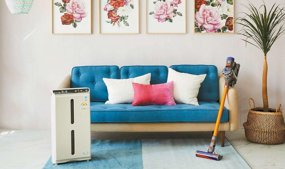 트랜스포머형 청소기와 초미세먼지까지 걸러내는 공기청정기를 잘 활용하면 봄맞이 집 안 청소를 좀 더 효율적으로 할 수 있다. 촬영 협조: LG하우시스(Z:IN), 다이슨(V8 플러피), 한국암웨이(엣모스피어)