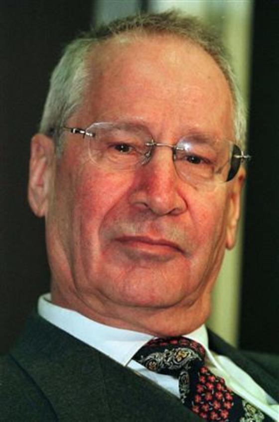 옛 동독 슈타지의 해외공작 책임자이자 '로미오 공작'을 주도했던 마르쿠스 볼프 중앙정보본부장. [뉴스1=로이터]
