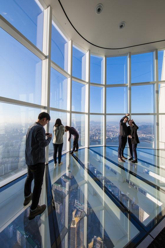 지상 478m 높이에 시공한 스카이데크는 세계에서 가장 높은 유리 바닥 전망대다.