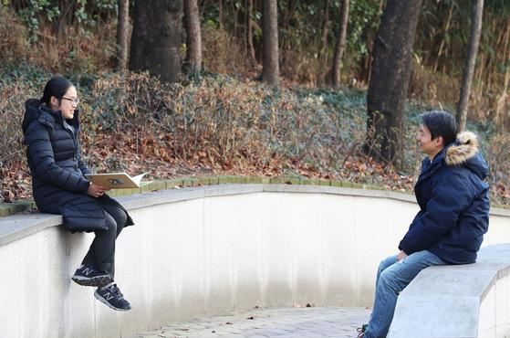'야생동물구조일기'의 저자 최협 작가를 만난 소년중앙 최아리 학생기자. 사진=장진영 기자