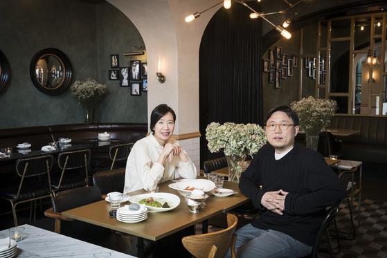 테이스팅룸·멜팅샵·페어링룸을통해 늘 새로운 메뉴와 공간을 제안하는 안경두(오른쪽)·김주영 대표.