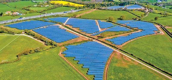 한화는 기업의 본원적인 경쟁력을 강화하고 잘 할 수 있는 사업 부문의 핵심역량을 글로벌 수준으로 혁신해 '글로벌 한화'로서 기틀을 다지는 데 집중하고 있다. 사진은 태양광 사업을 담당하는 한화큐셀이 시공한 영국 케임브리지 태양광 발전소 전경. [사진 한화]