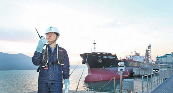 GS칼텍스는 높은 수준의 생산경쟁력 및 지속적인 투자, 해외시장 개척을 통해 글로벌 시장에서의 경쟁력을 강화해 나가고 있다. 사진은 GS칼텍스의 석유 제품 수출 현장 모습. [사진 GS칼텍스]