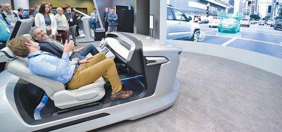 지난 1월 미국 라스베이거스에서 개최된 소비자가전전시회(CES)의 현대모비스 전시 부스. 자율주행차·수소연료전지차 등 첨단 기술을 선보여 관심을 끌었다. 북미·일본·중국 등의 16개 자동차사에서 100여 명의 고객이 방문했다. [사진 현대모비스]