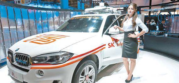 지난 2월 초 SK텔레콤은 에릭슨?BMW그룹 코리아와 함께 세계 최대 규모 28GHz 기반 5G 시험망인 영종도 BMW드라이빙 센터에서 시속 170㎞로 달리는 커넥티드카가 3.6Gbps 속도로 통신하는 데 성공했다고 밝혔다. [사진 SK텔레콤]