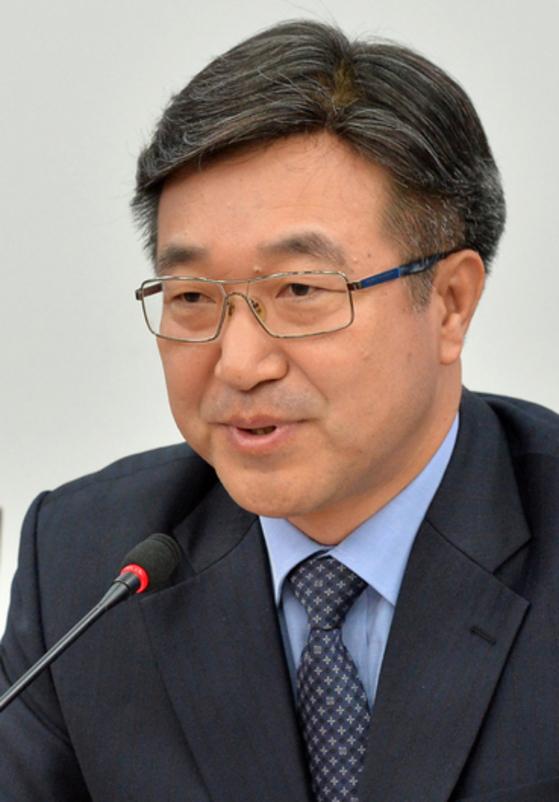'홍준표 경남지사는 스트로맨(빨대인간)'. [중앙포토]