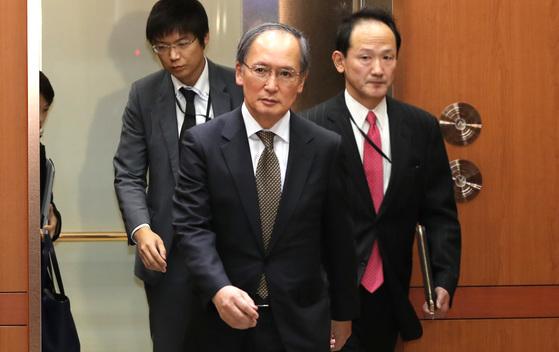 지난 1월 6일 오후 외교부는 나가미네 야스마사 일본 대사를 초치했다. 윤병세 외교장관과 이야기를 마친 일본대사가 외교부를 나서고 있다. 이날 일본 정부가 부산 일본총영사관 앞에 설치한 위안부 소녀상에 반발해 주한 일본대사를 귀국시키겠다고 발표했다. 우상조 기자