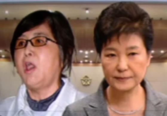 """이경재 변호사는 """"박 전 대통령과 최씨의 관계가 외부에 드러나지 않은 데는 나름의 이유가 있었다""""고 했다. 사진은 최순실(왼쪽)씨과 박근혜 전 대통령. [사진 JTBC 캡처]"""