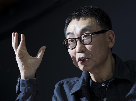 현 시국을 '세대 게임'으로 해석한 전상진 서강대 교수. 권혁재 사진전문기자
