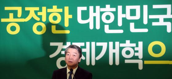 안철수 전 국민의당 대표가 16일 오전 국회 의원회관에서 경제개혁 정책발표를 했다. 박종근 기자