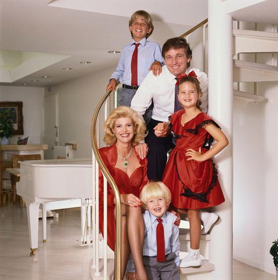 과거 트럼프-이바나 부부와 세 자녀.