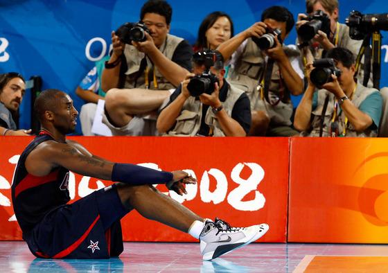 2008 베이징올림픽에서 나이키 운동화를 신고 있던 코비 브라이언트.