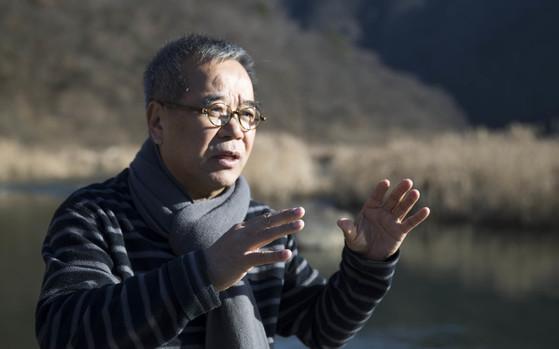 섬진강시인에서의 김용택.