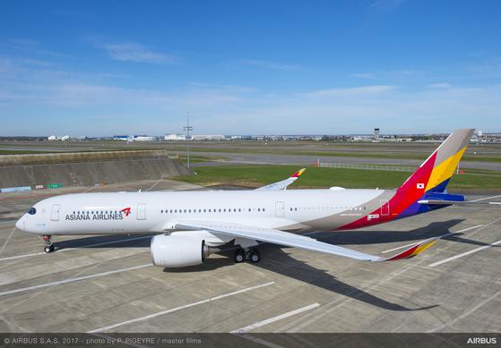 프랑스에서 도색 작업을 완료한 아시아나항공 A350 1호기 [아시아나항공]