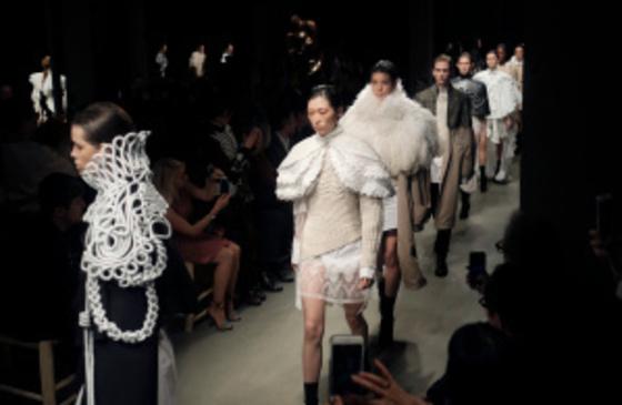 2월 컬렉션 패션쇼 피날레