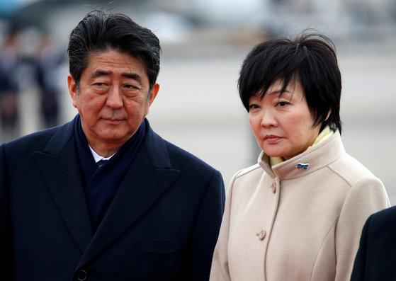 아베 신조 일본 총리와 부인 아키에 여사. [도쿄 로이터=뉴스1]