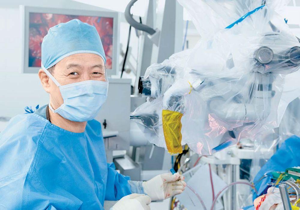 지난 16일 분당차병원 김한규 교수가 뇌종양 환자를 수술하고 있다. 뇌 깊은 곳의 종양을 떼어내는 그의 수술 실력은 세계에서도 손꼽힌다. 프리랜서 김정한