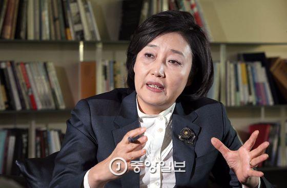 안희정 캠프 멘토단장을 맡고 있는 더불어민주당 박영선 의원. [중앙포토]