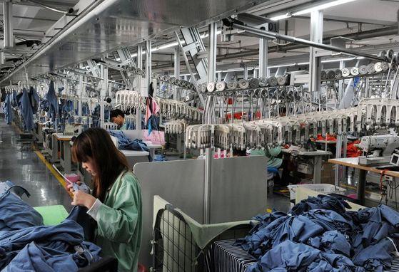 중국의 한 의류공장 모습