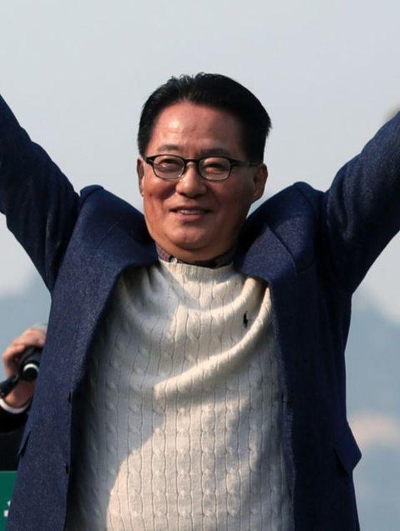 """박지원 국민의당 대표가 문재인 후보에게 """"일장춘몽 꿈에서 깨어나길 바란다""""고 밝혔다. 박종근 기자"""