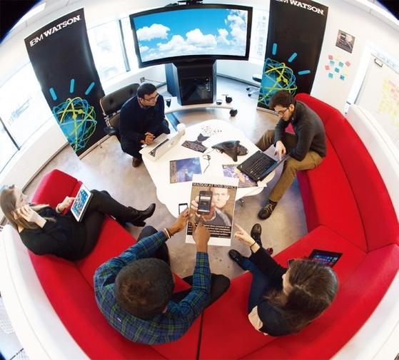 IBM은 직원이 퇴직할 가능성이 엿보이면 곧바로 알아챈다. 직원의 빅데이터를 분석해서다. 사진은 미국 IBM 연구소.