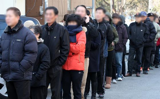 투표소에 유권자들이 줄을 선 모습. [사진 중앙포토]