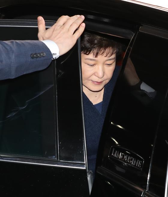 피곤한 기색의 박근혜 전 대통령. [사진공동취재단]