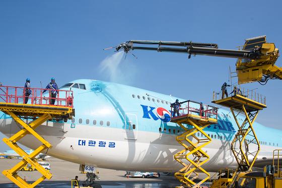 787-8 항공기 세척작업을 실시한 대한항공 [대한항공]
