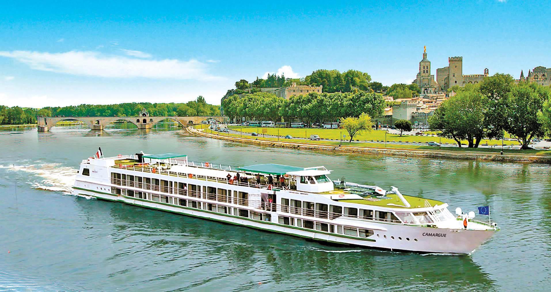 롯데관광이 최초로 선보이는 스위스와 남프랑스 론강 리버팩 여행은 유럽을 색다르게 즐기는 법을 제시했다.패키지여행에 유럽을 관통하는 강을 따라 운행되는 리버크루즈를 이용해 여행을 즐기는 상품이다. [사진 롯데관광]