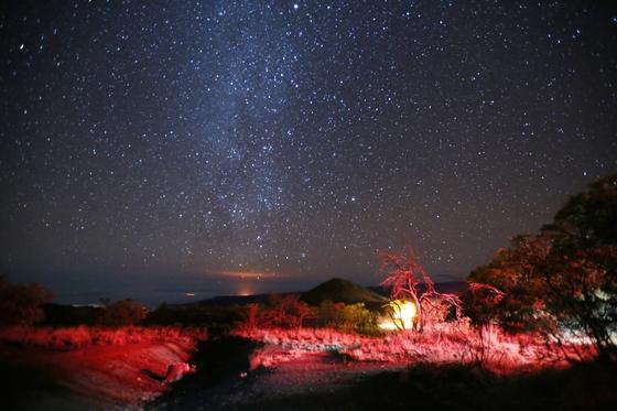 하와이아일랜드는 밤이 아름다운 섬이다. 깨끗한 밤하늘에 수천 개의 별이 뜬다. 희뿌연 은하수 아래 할레마우마우 분화구에서 내뿜는 붉은 수증기도 보인다.