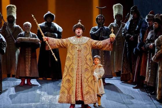 다음 달 한국에서 공연될 러시아 오페라 '보리스 고두노프' 한 장면. [사진 Teatro Regio Torino, 2010]