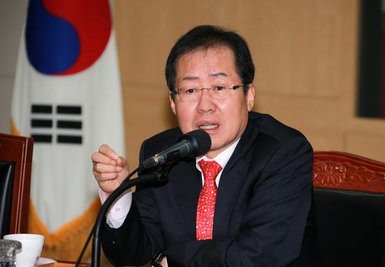대선 출마를 선언한 홍준표 경남지사.                    사진 경남도청