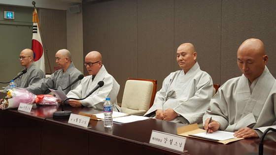 23일 대한불교 조계종 전국선원수좌회가 프레스센터에서 기자회견을 열고 청정승가 회복을 위한 총무원장 직선제 관철을 요구했다.