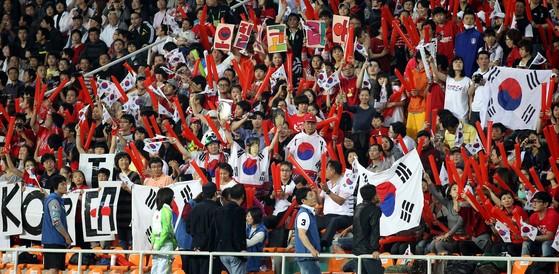 원정 응원전을 펼치는 붉은악마 [사진 일간스포츠]