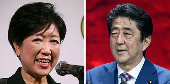 고이케 유리코 도쿄도지사(왼쪽)와 아베 신조 일본 총리. 아베 총리를 중심으로 한 일본 자민당 주류는 오는 7월 도의원 선거를 앞두고 본격적인 '세 불리기'를 시작한 고이케 견제에 나섰다. [중앙포토]