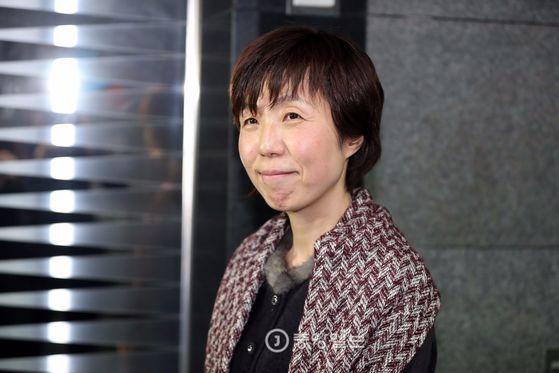 [이선애변호사/저동/20170306/우상조기자] 이정미 권한대행의 후임으로 지명된 이선애 헌법재판관 지명자가 6일 서울 저동 국가인권위원회 브리핑룸에서 기자회견을 하고 있다.
