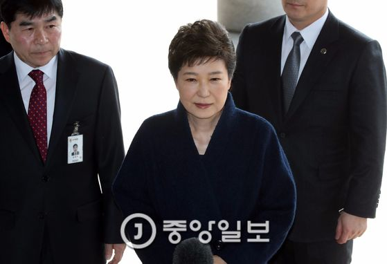 박근혜 전 대통령이 지난 21일 서울중앙지검에 출두했다. [중앙포토]