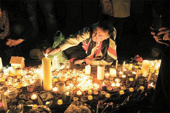 런던 테러 희생자 추모