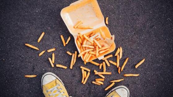 음식이 바닥에 떨어져도 5초 내로 집어 먹으면 괜찮다는 일명 '5초의 법칙'이 실제로 존재하는 것으로 밝혀졌다. [사진 스토리픽 홈페이지]