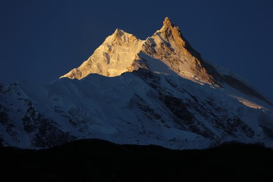 '버킷리스트'로 떠오른 히말라야. 산은 보고 있으면 오르고 싶어진다. 사진은 '악마의 뿔'이란 별명을 갖고 있는 세계 8위봉 마나슬루(8163m)