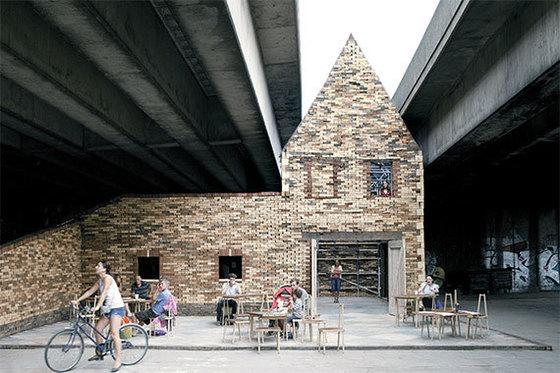 영국의 건축·디자인 집단 어셈블은 리버풀의 마을 재생 프로젝트로 2015년 현대미술상인 터너상을 수상했다. 고가 아래 우범지역에 문화공간을 만들어 주민들이 안심하고 찾을 수 있게 했다. [사진 어셈블]