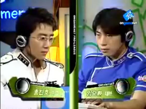 2000년대 초반부터 10여년간 한국의 스타크래프트 붐을 이끈 '폭풍저그' 홍진호(왼쪽)와 '테란의 황제' 임요환. [중앙포토]