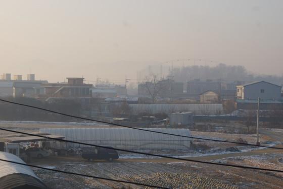 비도시지역에서는 지난 10여 년 동안 지속적인 규제 완화가 이뤄지면서 공장이 주거지역에 무분별하게 들어오는 난개발 현상이 나타나고 있다.[중앙포토]