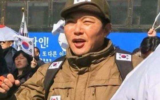 신동욱 공화당 총재는 30일 박근혜 전 대통령 자택 앞에서 삐라 20여 장이 발견됐다는 발언을 해 논란을 이어가고 있다. 사진과 기사는 관련없음 [사진=신동욱 총재 SNS]
